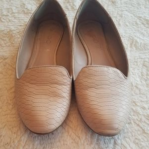 Womens Aldos size 7 tan Nude Flats leather suede